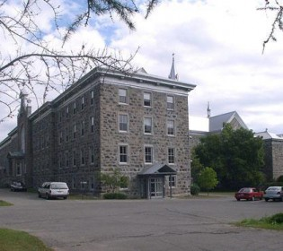 Minister Nathalie Roy protects the heritage site of  l'Abbaye-Notre-Dame-du-Lac-à-Oka