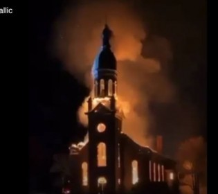 Une église détruite par le feu en Gaspésie