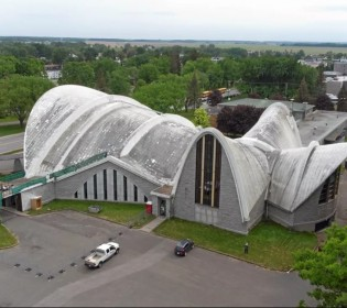 Major work on the roof of Nicolet Cathedral
